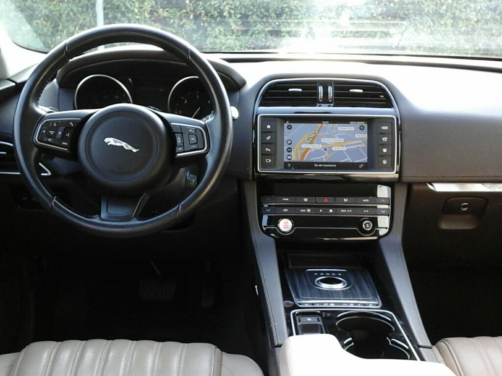 JAGUAR F-Pace       (X761) F-Pace 3.0 D V6 300 CV AWD aut. Portfolio - 2