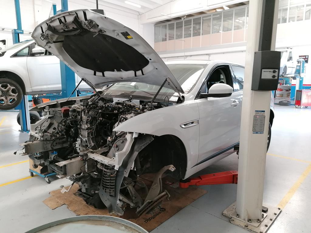 JAGUAR F-Pace       (X761) F-Pace 2.0 D 180 CV AWD aut. R-Sport - 1